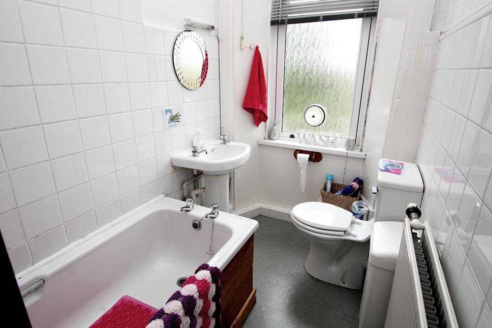 Tollcross bathroom.